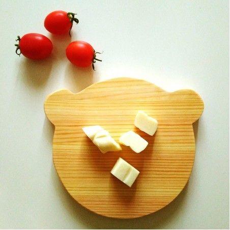 Ahşap servis tabağı peynir dilimi