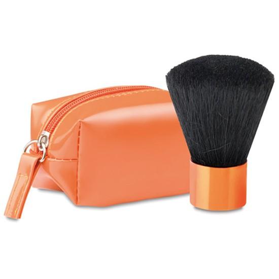 Fermuarlı PVC çanta içerisinde allık makyaj fırçası