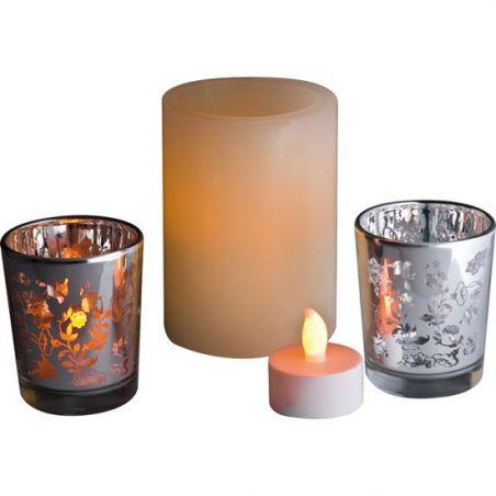 Üç parçalı led ışıklı gerçek mum efektli mum seti.